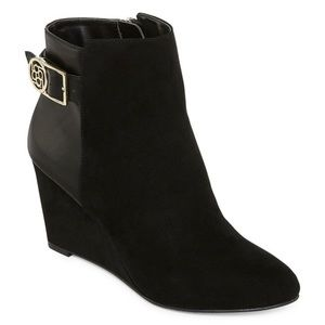 NWT Liz Claiborne Tia Wedge Heel Booties in Black